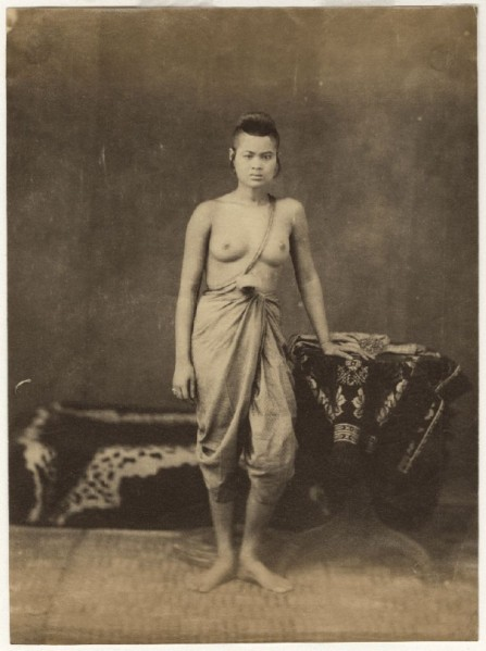1Siamese_woman_in_studio_late19cent