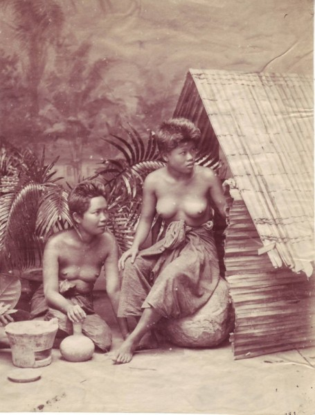 2Siamese_women_barebreasted_late19cent