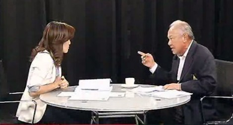 Likhit Dhiravegin (right) interviewed by Jomquan Laophetch (left) on Kom Chand Luek TV, 11 April 2014